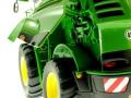 Wiking 7832 - Selbsfahrender Feldhäcksler John Deere 8500i Motor links