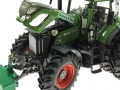 Wiking 8774 - Fendt 936 Vario Walztraktor Osters & Voß Motor links