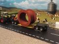 Eisenrohr-Verbinder Schwertransport auf Siku-LKW Tieflader
