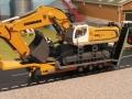 Siku Bagger auf LKW mit Megatrailer Verbreiterung gelber Tieflader