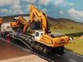 Siku Bagger befährt LKW Tieflader Verbreiterung
