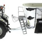 UH 2931 und 4182 - Valtra N142 mit Peecon Biga Cow Edition Kuhflecken