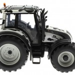 Universal Hobbies 2931 - Valtra N 142 Cow Edition mit Kuhflecken